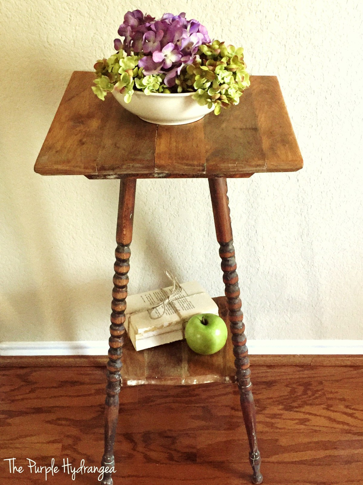 Spindle Leg Table Makeover by Lisa at The Purple Hydrangea