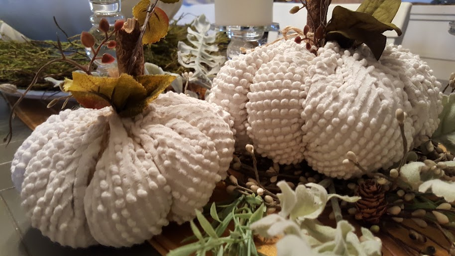 chenille-pumpkins-table-display