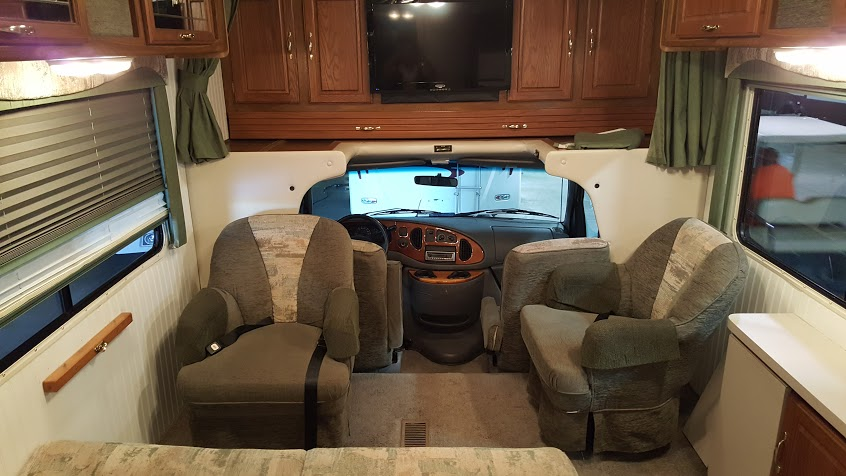 chateau-bryant-rv-living-room