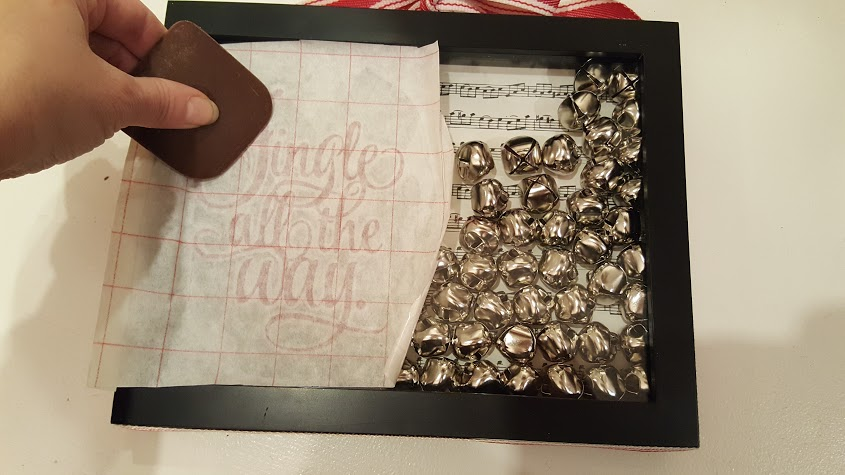 adding-vinyl-decal-to-the-jingle-bell-picture-frame