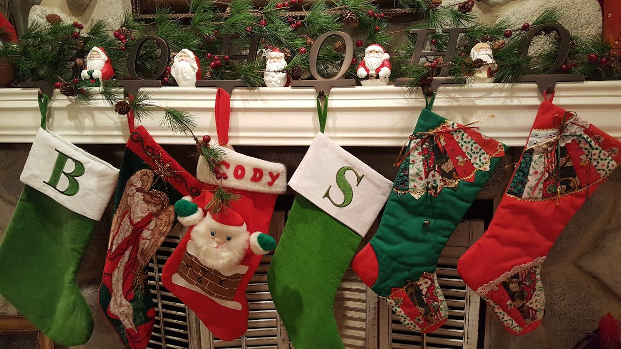 my-thrifty-house-christmas-house-tour-stockings