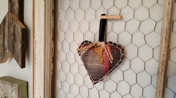 Plaid flannel puffy hear Valentines are accessorized with a black velvet ribbon, gold key and some lace ribbon.
