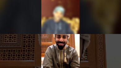 صورة الشاعر عقيل اللواتي ولقاء مع الإعلامي قصي منصور في برنامج ( رمسة صحارية ) عبر حساب مجلس شعراء صحار