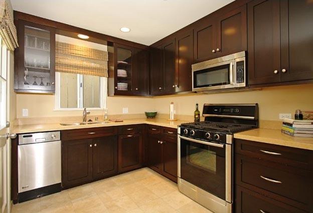 Enchanting-Traditional-Villas-Kitchen-Cabinet-Design