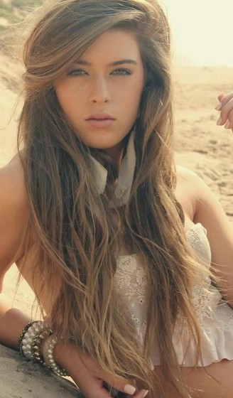 Really-Long-Brunette-Wavy-Hairstyle