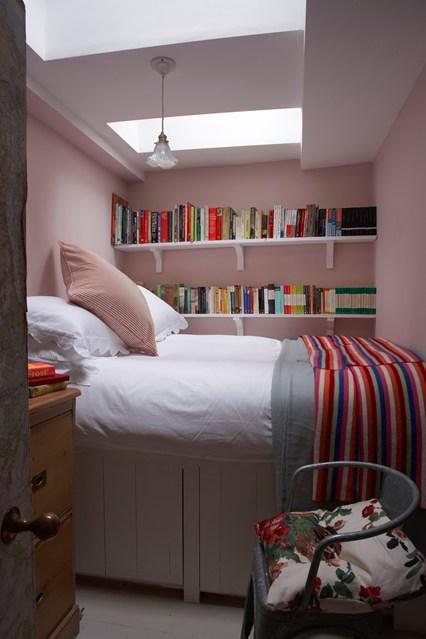 Tiny bedroom bookshelves