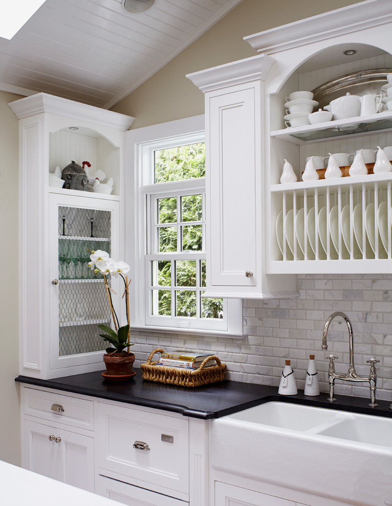 Bewitching-Calcutta-Marble-home-designing-tips-Beach-Style-Kitchen-New-York