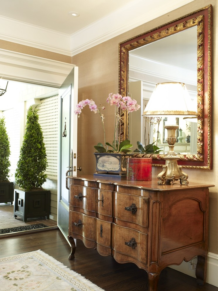 Fantastic-Housewarming-Gifts-decorating-ideas-for-Entry-Traditional-design-ideas-with-Fantastic-accessories-crown-moulding