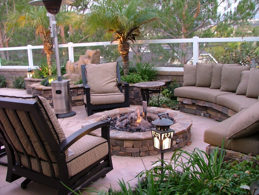 Outdoor-patio-furniture-cushions-with-fire-pit