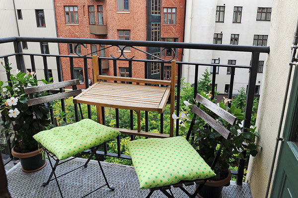 Small Balcony Designs Which Look Adorable and Inviting