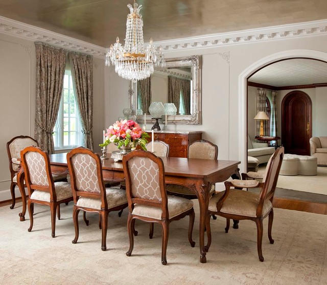 Traditional-Dining-Room-