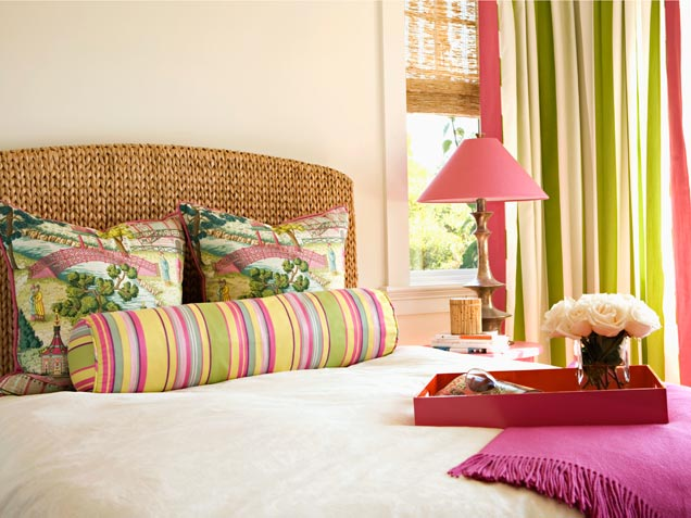 bedroom-with-colorful-stripes
