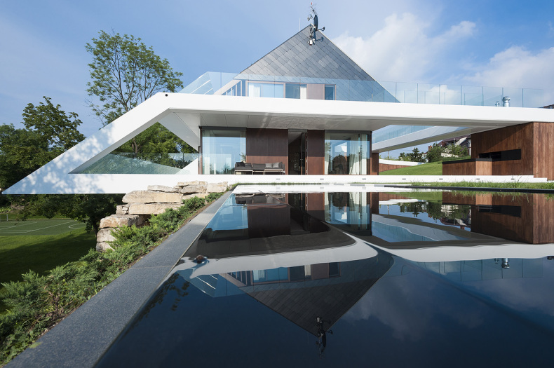 cool-cantilever-on-outstanding-glass-house-design-big-glass-houses-design