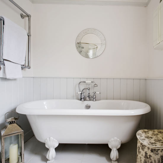 decorating a country beach style bathroom