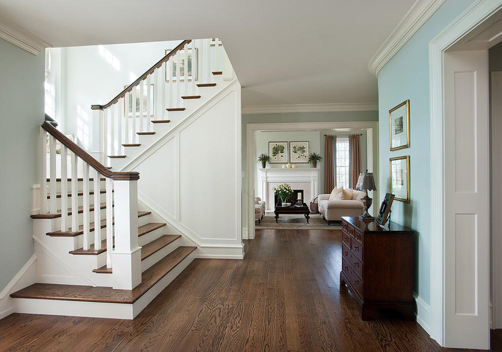 large-foyer-decorating-ideas-8-traditional-entry-staircase-ideas