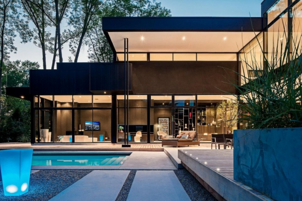 modern-glass-house-in