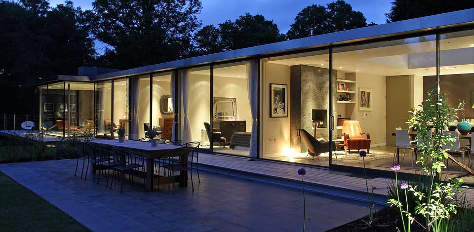 modern-glass-house-nightview