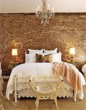 Bedroom-with-rustic-style-Vintage-wall-decor