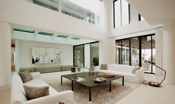 Cozy-Bright-Living-Room-Design-Ideas-with-High-Ceiling
