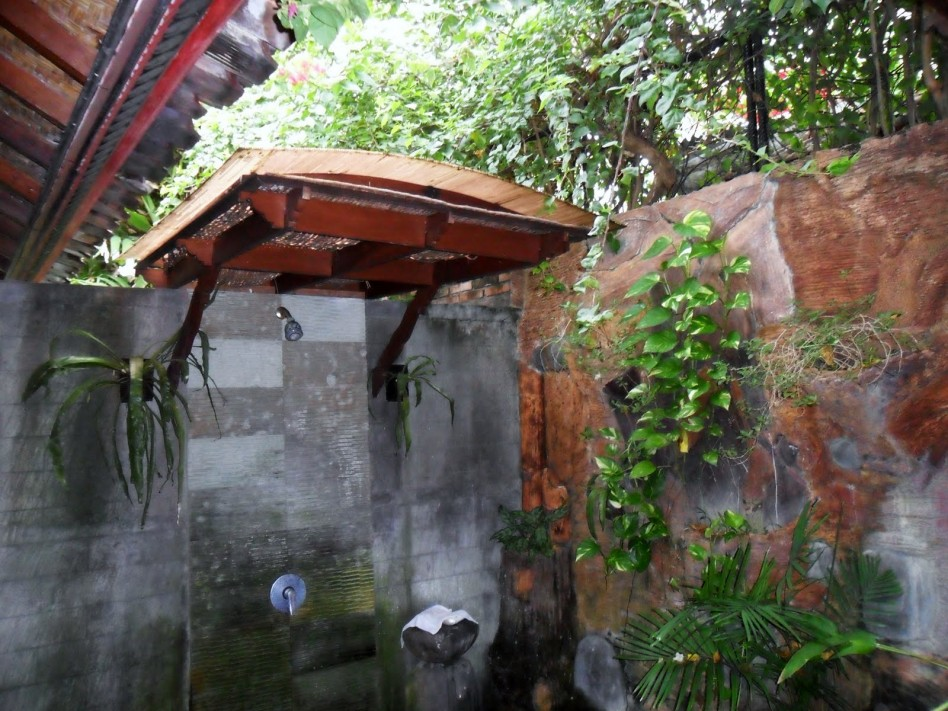 Modern-Outdoor-Bathroom-Design-To-Decorating-Your-Home-Architecture-Furniture-Landscape-Outdoor-Shower-With-Plastic-Fiber-Canopy-And-Venetian-Universal-Head-Shower-In-Asian-House-Design