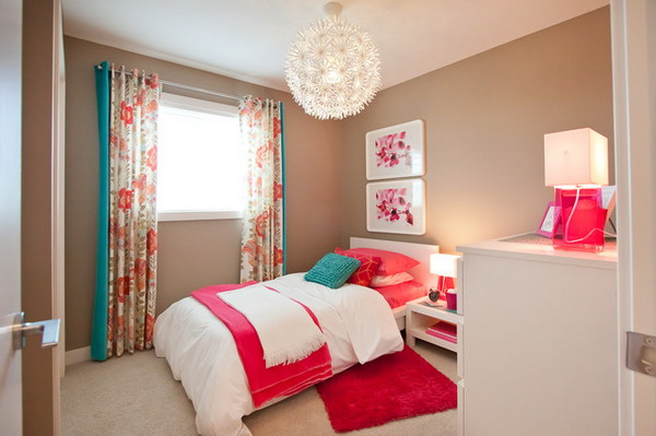 Natural-Bedroom-Color-Scheme-with-Bright-Bedding-Sets