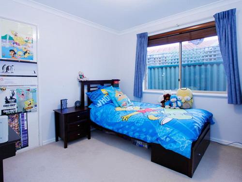 Transitional-Apartment-Kid-Bedroom-Design