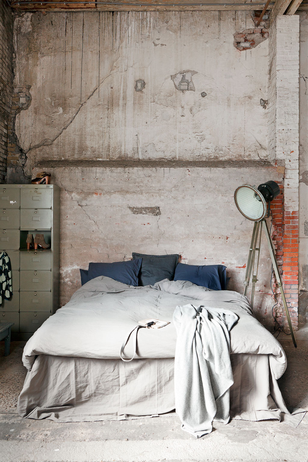 gorgeous-bold-indsutrial-chic-bedroom