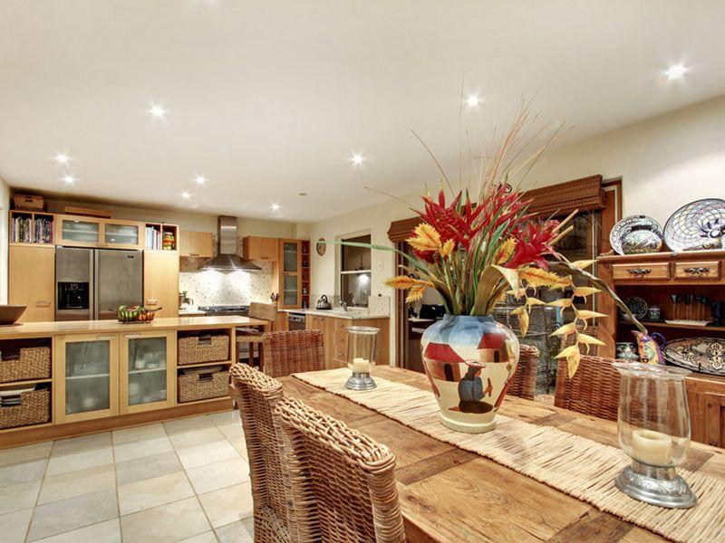 mediterranean-home-architecture-interior-design-6-kitchen-dining-room