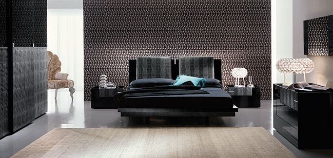 set-black-platform bed
