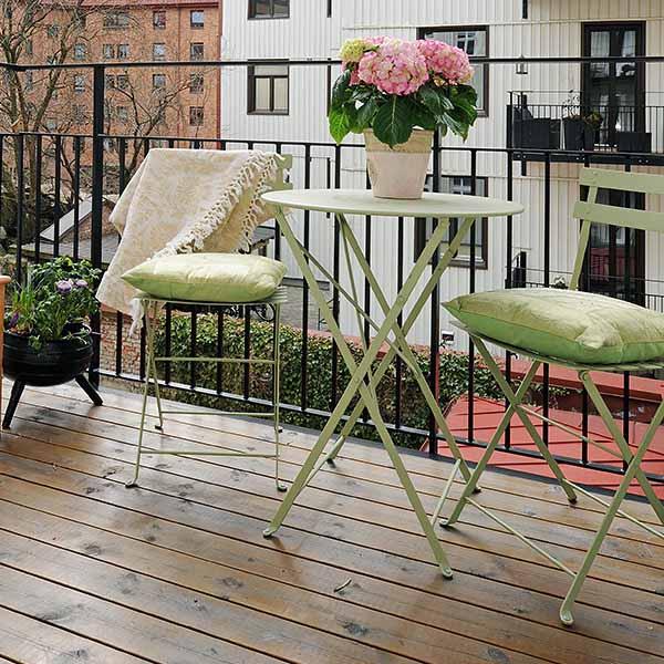 small-balcony-deck-