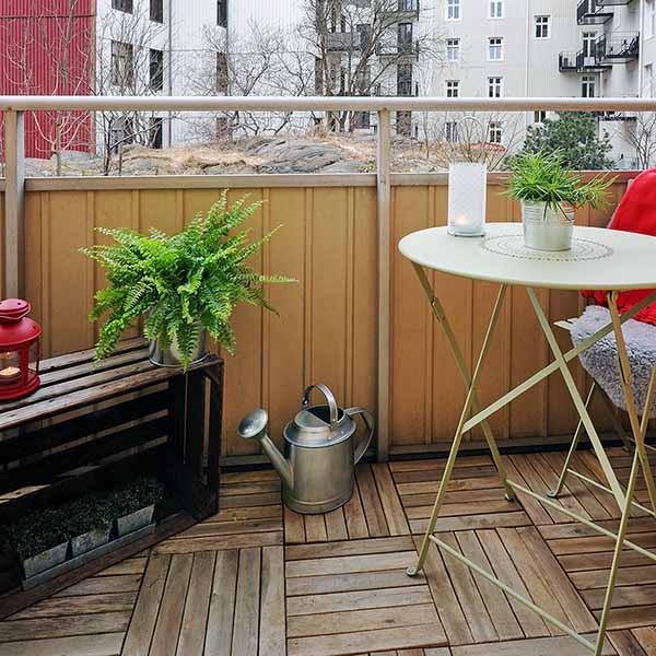 spring-decorating-ideas-small-balcony-deck-