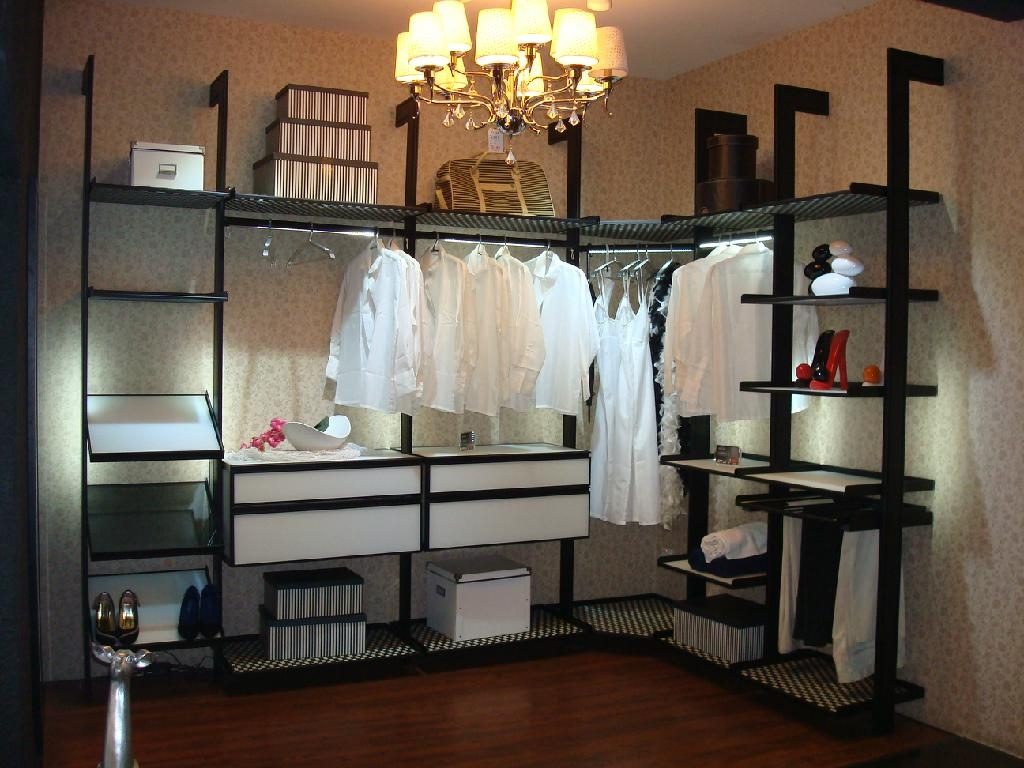 walk-in-closet-shoe-storage