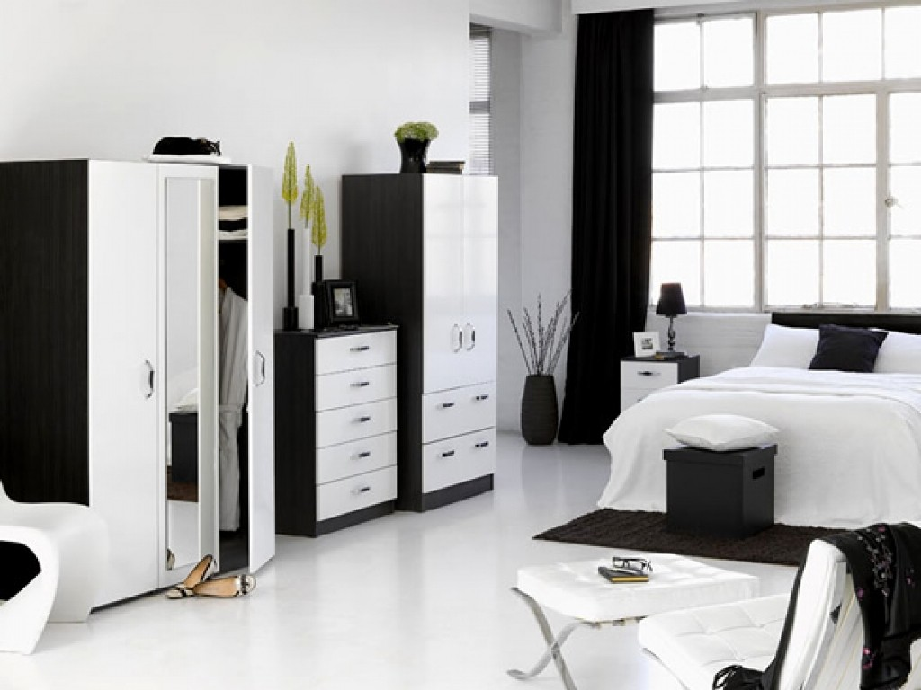 Black-And-White-Bedroom-Furniture