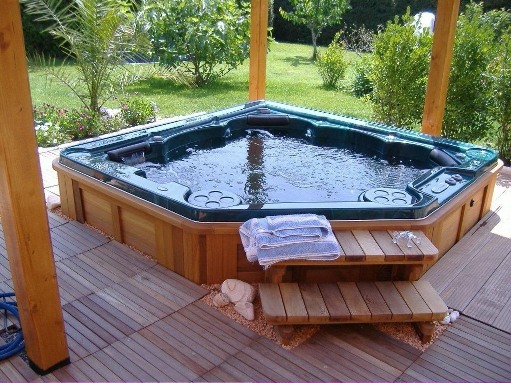 beauty-built-in-hot-tub-daily-inspiration-for-easy-garden-decoration-project-