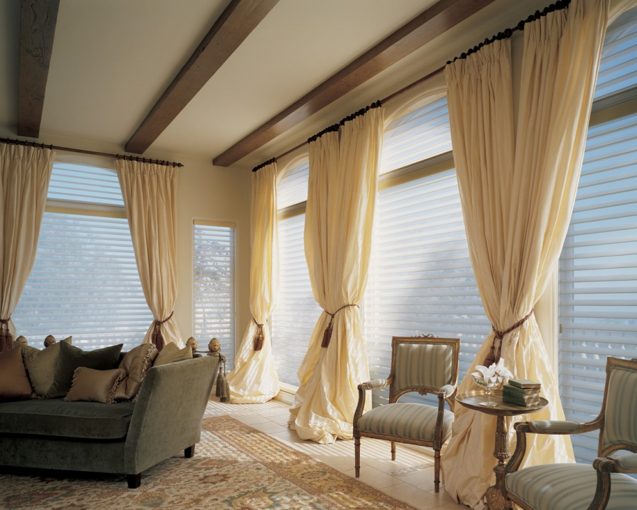 comfortable-living-room-curtains