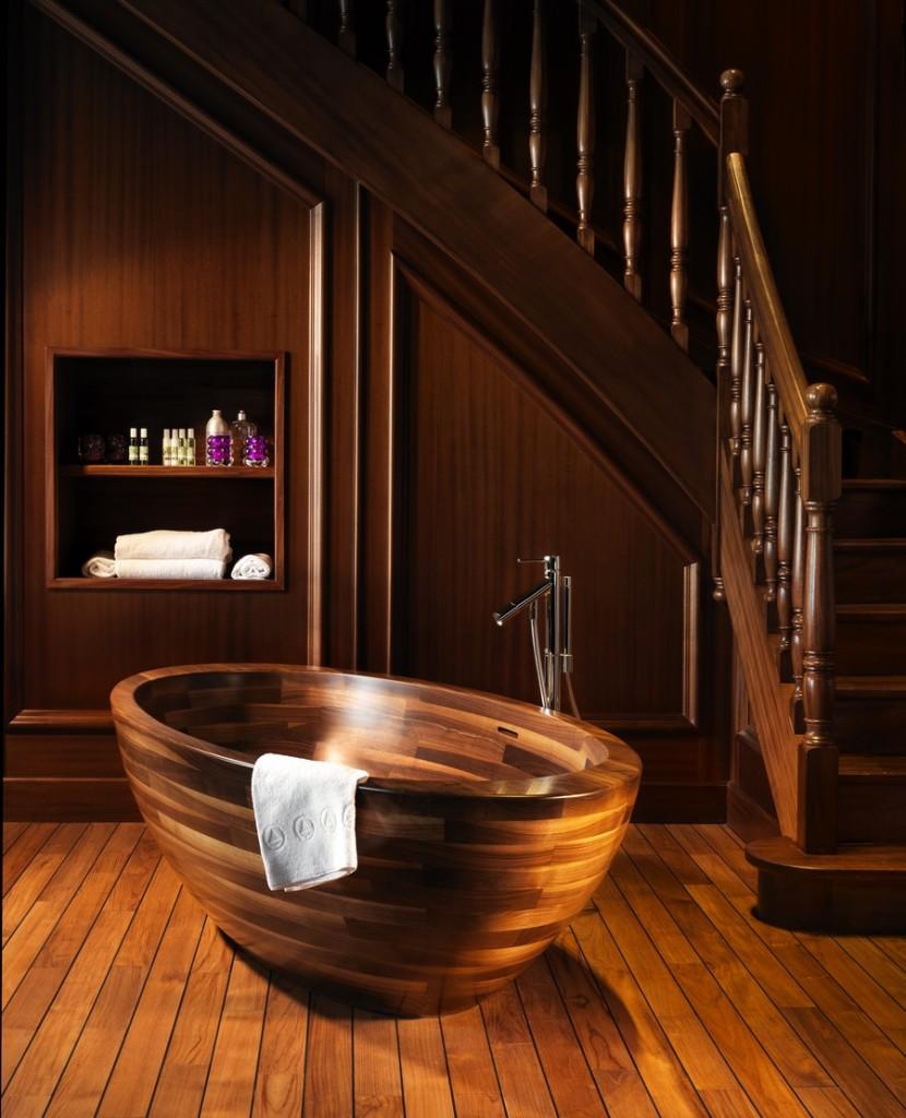 luxury-wooden-theme-room-with-bathtub