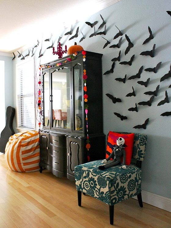 Halloween-Home-Decor-Ideas-with-DIY-Bat-Craft-Mounted-on-The-Wall