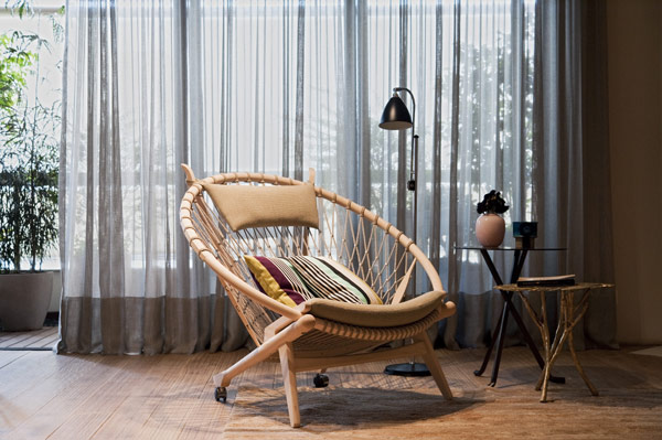 Small-Modern-Apartment-Decorating-Ideas-With-Rattan-Sofa-Chairs-