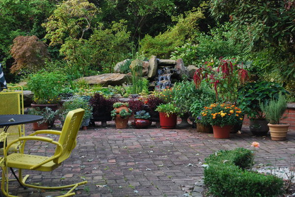 Traditional-Style-in-Vintage-Garden-Patio-Landscape