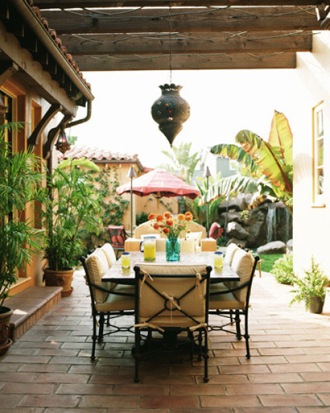 Tropical-Semi-Outdoor-Dining-Room-Ideas-of-Poppy-Montogmery-House