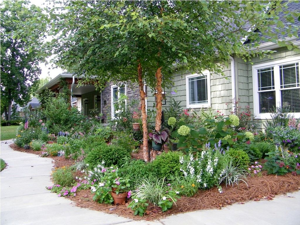 amazing-landscaping-with-hydrangeas-with-garden-