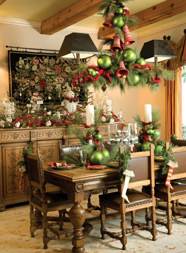 beautiful-sharp-dining-room-with-jingle-belt-christmas-decorating
