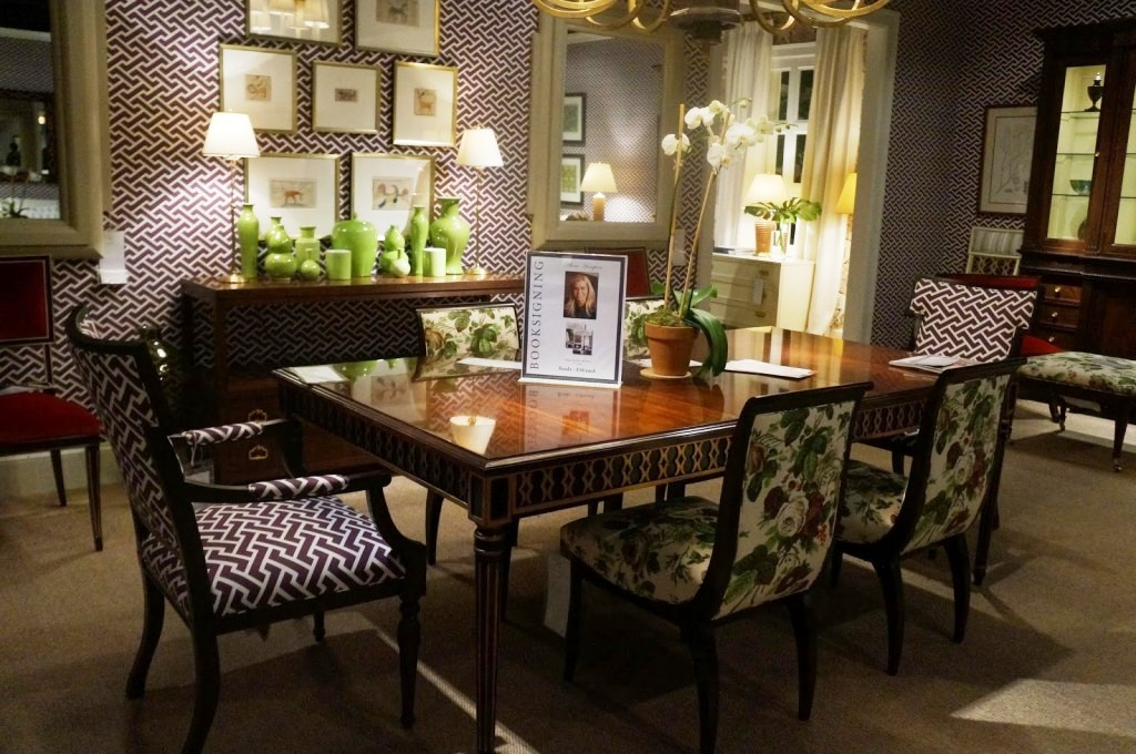 high-end-dining-tables-with-contemporay-glass-on-top-design