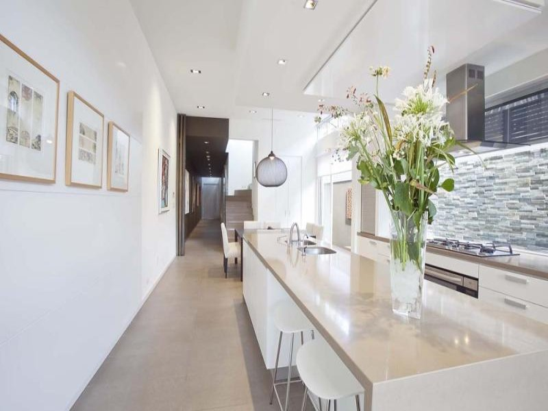 kitchenswith mni bar and modern touch