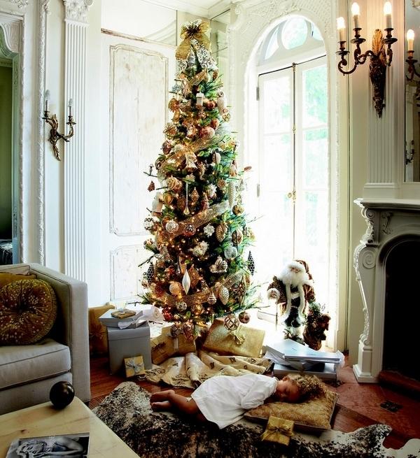 Pencil-christmas-tree-ideas-living-room-decoration-gold-ornaments
