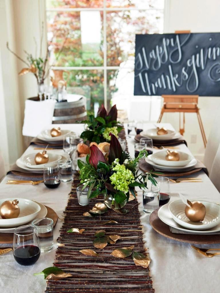 Thanksgiving-table-setting-chalkboard