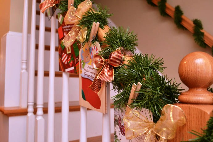 beautiful-christmas stair case decorations-
