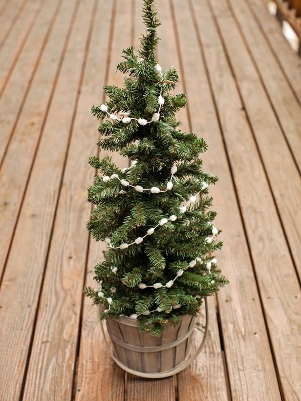 Decoration-Small-Christmas-Tree