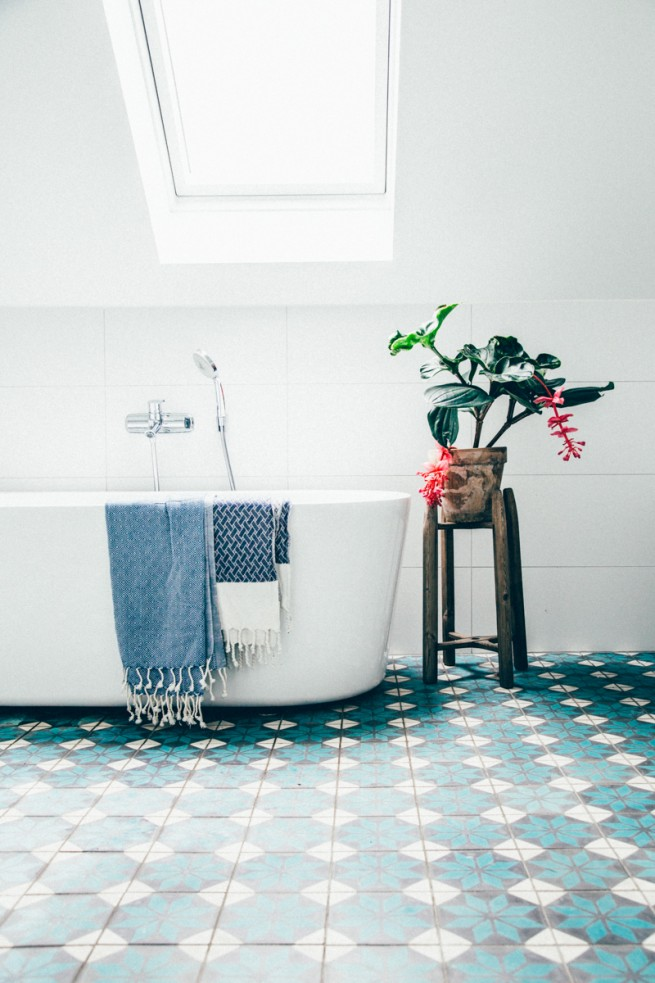 Colorful Flooring with bathtub