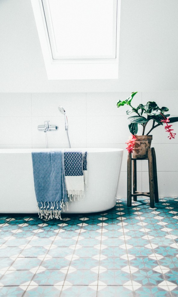 Colorful Flooring with bathtub
